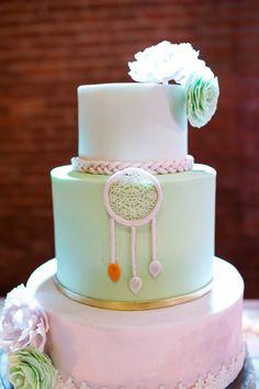 Boho party, festa boho, festa infantil, kids party, decoraçao de festas, party decor, feathers, penas, first birthday party, festa de 1 ano, dreamcatcher, filtro dos sonhos, bolo, cake.