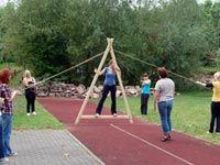 Teambuilding Spiele für Erwachsene: Walking Triangle