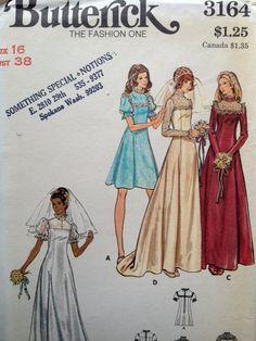 Jolie modèle de robe de mariage des années 1970. Uncut et usine plié, fabuleuse condition vintage. Cachet du magasin sur le devant de lenveloppe