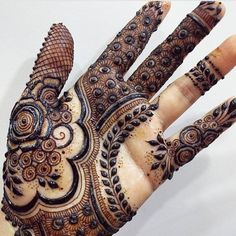 No photo description available. Kashee's Mehndi Designs, Finger Henna Designs, Simple Arabic Mehndi Designs, Wedding Mehndi Designs, Mehndi Design Pictures, Beautiful Mehndi Design, Latest Mehndi Designs, Mehndi Designs For Hands, Mehndi Images