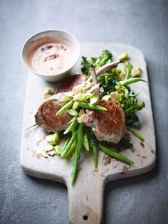 Joe Wicks (The Body Coach) reduced carbohydrate lamb cutlets with harissa yoghurt and midget tree recipe. Lunch Recipes, New Recipes, Vegan Recipes, Cooking Recipes, Savoury Recipes, Lean In 15 Recipes Body Coach, Joe Wicks Lean In 15, Joe Wicks Recipes, Joe Wicks The Body Coach