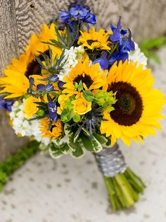 Wedding Flowers Sunflowers Different - charming sunflower wedding bouquets Summer Wedding Centerpieces, Sunflower Centerpieces, Sunflower Bouquets, Wedding Summer, Navy Centerpieces, Boho Wedding, Wedding Blue, Floral Wedding, Wedding Ceremony