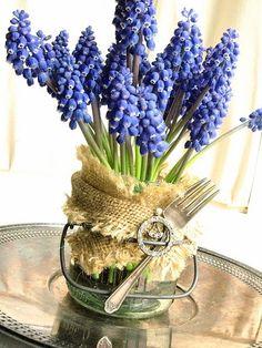 Mason jar with blue muscari flowers, burlap . so pretty! Burlap Projects, Jar Centerpieces, Spring Bulbs, Rustic Elegance, Mason Jar Diy, Spring Flowers, Fresh Flowers, Craft Gifts, Gardens