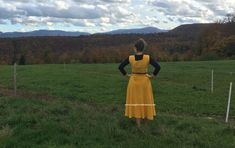 I have made a dress out of a cord fabric for autumn 2020. Ich habe ein Kleid aus dem cord stoff genäht, genau für den Herbst 2020! #cord #manchsterstoff #cordkleid Sewing Projects, Autumn, Summer Dresses, Yellow, Fabric, Fashion, Gowns, Tejido, Moda