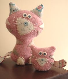 pink cat & kitten (by amy adams (lucykate crafts…)) Softies, Sewing Toys, Sewing Crafts, Sewing Projects, Fabric Dolls, Felt Fabric, Felt Cat, Cat Doll, Pink Cat