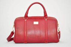 11221acf1 Bolsa em couro legítimo na cor vermelha, alças de ombro e também alça para  usar