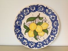 Ceramic painted by Mara Ribeiro - Santa Cerâmica Painted Plates, Hand Painted Ceramics, Ceramic Plates, China Painting, Ceramic Painting, Ceramic Art, Teller, Bohemian Decor, Kitchen Accessories