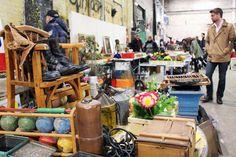 Vintage, Retro & Antik in Hamburg In der Kulturfabrik am Kampnagel findet regelmäßig der Vintage Market statt. Hier bekommt ihr Handgemachtes, altes Design und seltene Fundstücke aus zweiter Hand. Der Eintritt für einen Tag kostet vier Euro, wer das ganze Wochenende mitnehmen will, zahlt sechs Euro.  WAS:Vintage Market WANN:  21. - 22. März   10:00 – 17:00 Uhr 14. - 15. November   10:00 - 17:00 Uhr WO:Jarrestraße 20, 22303 Hamburg EINTRITT:4 Euro / Tag   6 Euro / Wochenende