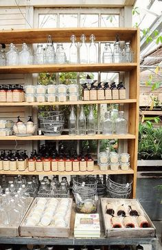 Best Creative & Beautiful Store Displays Ideas, Make Happy Shop'er Tienda Natural, Zero Waste Store, Soap Display, Soap Shop, Craft Show Displays, Display Ideas, Cafe Shop, Make Happy, Shop Interiors