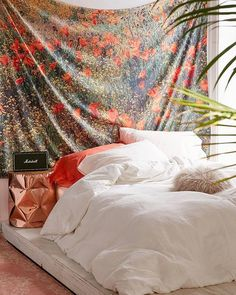 When your tapestry doubles as a headboard SKU #42984005. #UOHome #UrbanOutfitters #42984005 #uohome #MarketDistrict #Boston