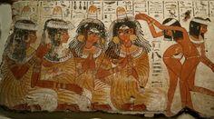 Muzikanten en danseressen met de tekst van hun lied ~ Fragment Banketscene ~ ca. 1350 vC. ~ Grafkapel van Nebamun, Thebe ~ Verf op gips ~ The British Museum, Londen