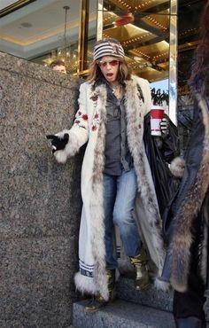 No matter the era, Steven Tyler is always the fashion trendsetter. Mia Tyler, Liv Tyler 90s, Aerosmith Lyrics, Brad Whitford, Steven Tyler Aerosmith, 80s Hair Bands, Joe Perry, Chelsea, New York