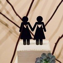 There are plenty of lesbian cake toppers to choose from. Gender-neutral birds are particularly cute. | 23 Super Cute Lesbian Wedding Ideas
