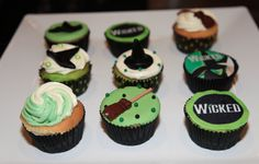 Wicked cupcakes! Should totally make these before going to see Wicked with Anna!