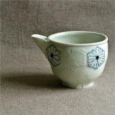 [喜器窯]染付彫り 丸片口 亀甲菊紋