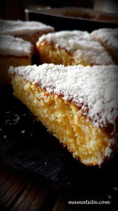 Tres Leches, σιμιγδάλι κι ινδοκάρυδο - mamatsita.com Greek Sweets, Greek Desserts, Sweet Recipes, Cake Recipes, Dessert Recipes, Chocolates, Greek Cake, Tres Leches Cake, No Bake Cookies