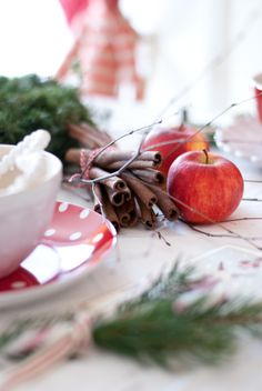 Christmas table cinnamon apple