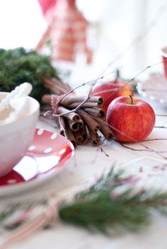 Christmas table cinnamon apple