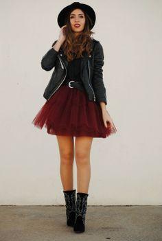 Falda mini + GRANATE. Realizamos faldas de tul a medida y en todos los colores. Más información en http://www.nns-shop.com