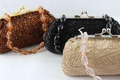 Bolso clutch de fiesta en color broce con boquilla color plata, destaca su elaboración con un tacto suave, asa corta piedras en color cava. Color Plata, Drip Tip, Rocks