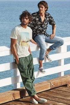 Kick back in a tropical palm print button-down shirt or casual graphic tee. | H&M For Men