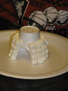Winter crafts: Make a marshmallow igloo using a Styrofoam cup base. Could also do with cotton balls. Daycare Crafts, Crafts For Kids, Kids Winter Crafts, Snow Crafts, Operation Arctic, Winter Activities, Activities For Kids, Artic Animals, January Crafts