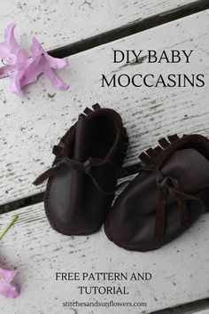 How to Sew DIY Baby Moccasins. Free Pattern and Tutorial stitchesandsunflo… How to Sew DIY Baby Moccasins. Free Pattern and Tutorial stitchesandsunflo… Baby Moccasin Pattern, Baby Shoes Pattern, Moccasins Pattern, Pink Lady, Sewing For Kids, Baby Sewing, Sewing Diy, Sewing Ideas, Sewing Projects