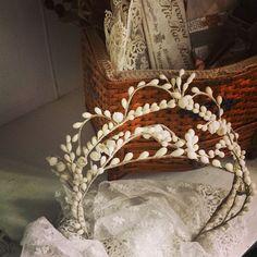 ricco7 〜fleurs de cire〜 Head Accessories, Wedding Accessories, Pelo Vintage, Diy Crown, Wax Flowers, Circlet, Bridal Tiara, Tiaras And Crowns, Crown Jewels
