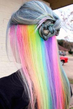 An diesen Regenbogenhaaren kann man sich kaum statt sehen. Der Überraschungseffekt steht bei dieser Frisur auf deiner Seite! #regenbogen #regenbogenhaare