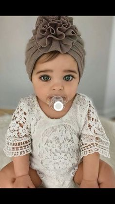 Best 12 Lily Boho Vintage Lace Baby Girl Wing Sleeved Romper - Baby Boy Names Baby Girl Names Cute Little Baby, Cute Baby Girl, Pretty Baby, Baby Love, Baby Baby, Cute Mixed Babies, Cute Babies, Beautiful Children, Beautiful Babies