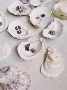 DIY oyster shell candles for your beach wedding - Bridal Musings Try the easiest and one of the cutest DIY for your wedding decor: oyster shell candles! Seashell Candles, Diy Candles, Tea Light Candles, Seaside Wedding, Diy Wedding, Wedding Ceremony, Oyster Shells, Beach Wedding Decorations, Bridal Musings