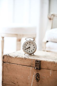 Vintage French Jazz Alarm - from Dreamy Whites. Vintage Love, French Vintage, Vintage Chest, Vintage Style, Old Clocks, Vintage Clocks, Alarm Clocks, Estilo Country, Old Suitcases