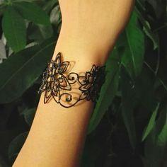 3D Bracelet using flexible filament from maypopstudio.com #diy #3DPen…
