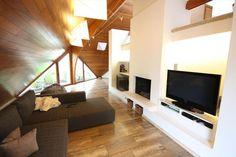 Huis te koop in Wetteren - 213m² - 375 000 € - Logic-immo.be - Deze villa met een uitzonderlijke architectuur is gelegen in een residentiële wijk te Wetteren. Indeling: op het gelijkvloers vinden we een inkomhal, bureau, ingerichte woonkeuken, berging, badkamer m...