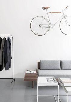 160725 - Fiets aan de muur - Clean - Bron Home Design etc. .jpg
