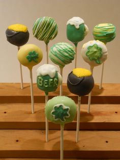 ST. PATRICKS DAY CAKE POPS