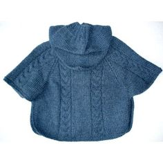 modele poncho tricot gratuit bebe Poncho Shawl, Hooded Poncho, Crochet Poncho, Baby Coat, Couture, Crochet Woman, Baby Patterns, Baby Knitting, Mantel