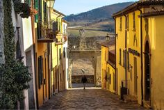 "#italy #sanleo #travel 823 Likes, 12 Comments - Diano Maya I Travel Adventure (@dianomaya) on Instagram: ""Good night San Leo - link @dianomaya 🎉🎉🎉 • • #volgoitalia #lppathfinders #lppostcards #tlpicks…"""