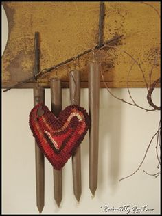 Hooked heart made by Karen of Catskill Mountain Prims.