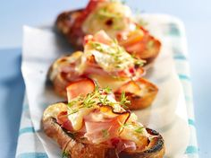 Crostini of smoked ham and Raclette Crostini, Canapes, Homemade Bagels, Bruchetta, No Salt Recipes, Smoked Ham, Queso, Food Inspiration, Recipes