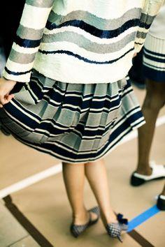 #rayas #stripes | More stripes, polka dots and pom poms here: http://mylusciouslife.com/colour-textiles-stripes-polka-dots-pom-poms/