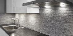 Viileän tyylikäs kylpyhuone, wc ja keittiön välitila │ Laattapiste  #laattapiste #keittiö #kivikuosi #välitila