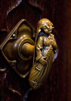 Angel, St. Giles, Edinburgh  (photo: Lawrence OP, flickr creative commons)