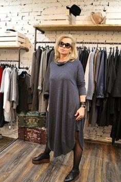 МЛ05:АКЦИЯ!!! ПРОДАНО Платье сине-серое, с разрезами, укороченное,трикотаж/вискоза, размер 48,50,52. Стоимость 3500Р