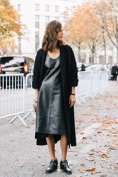 street_style_paris_fashion_week_dia_4_loewe_nina_ricci_zuhair_murad_alexis_mabille_yohji_yamamoto_779616241_1200x1800.jpg (1200×1800)