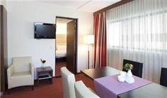 SUITE De luxe suites van het hotel zijn extra groot en van alle gemakken voorzien. http://www.hotel-rotterdam-blijdorp.nl/nl/kamers-suites/suite/
