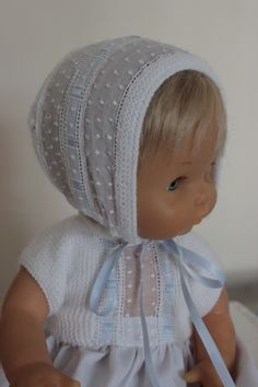 Aqui puedes ver nuevos conjuntos para Nenuco con tira bordada ¿Te gustan? Co White Dress Summer, Summer Dresses, Knit Crochet, Crochet Hats, Baby Born, Babysitting, Baby Dolls, Doll Clothes, Sewing