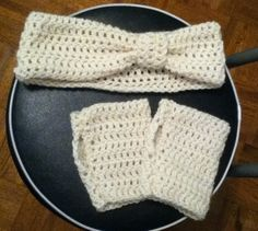 Fingerless gloves and bow earwarmer I made.