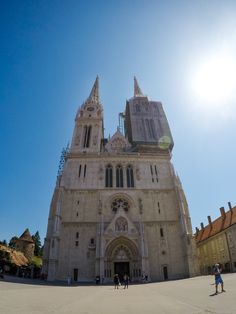 One of the focal points of every city is one of their main religious temples. Zagreb has a beautiful neo-gothical cathedral. We wish that one day we'll be able to see it also without scafolding since it is always under reconstruction because of the nature of material made of. #lobagolabnb #zagreb #gradec #uppertown #croatia #bike #tours #lobagolaadventure #bicycle #cycling #yellowelephant #1city2wheels #bikeZg #lobagolatours