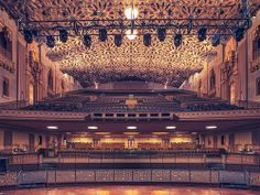 Photographer Franck Bohbot captures the classic movie palaces of southern California [x]